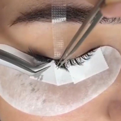 STEP #9  LASHES SHOULD BE SEPARATED