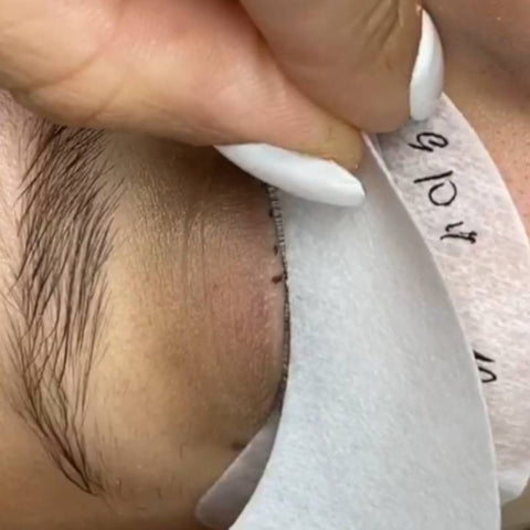 Taping techniques for lash extensions