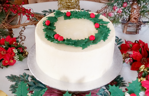 Christmas Cake Decorating Ideas With Buttercream.Christmas Holly Wreath Buttercream Sponge Cake