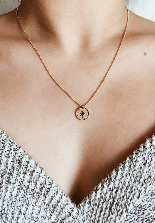 Ashley-Summer-Co-Small-Gold-Round-Pendant-Necklace-Singapore