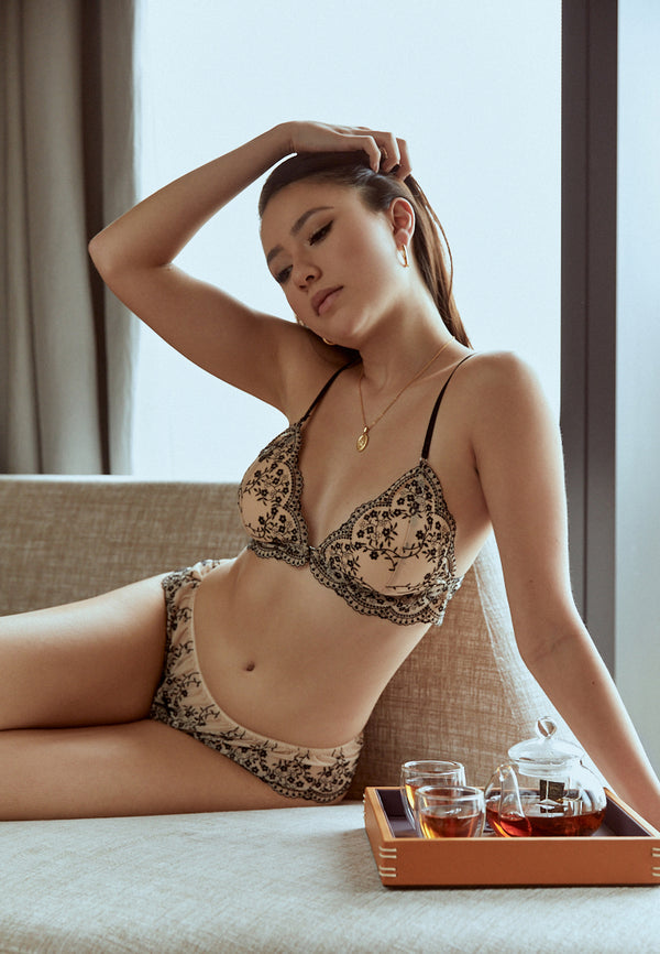 Isabelle-Black-Nude-Padded-Lace-Bralette-Singapore-Ashley-Summer-CoIsabelle-Black-Nude-Padded-Lace-Bralette-Singapore-Ashley-Summer-Co-1