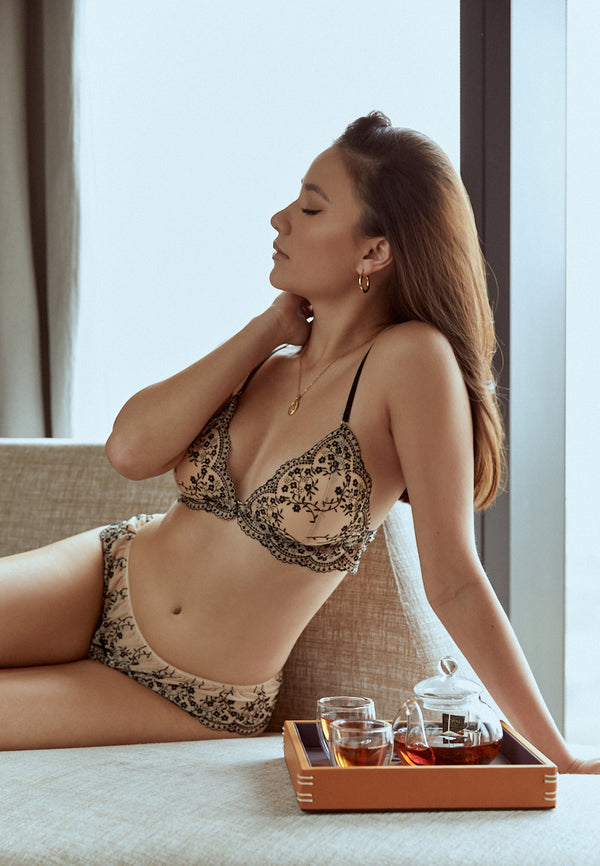 Isabelle-Black-Nude-Padded-Lace-Bralettes-Singapore-Ashley-Summer-Co