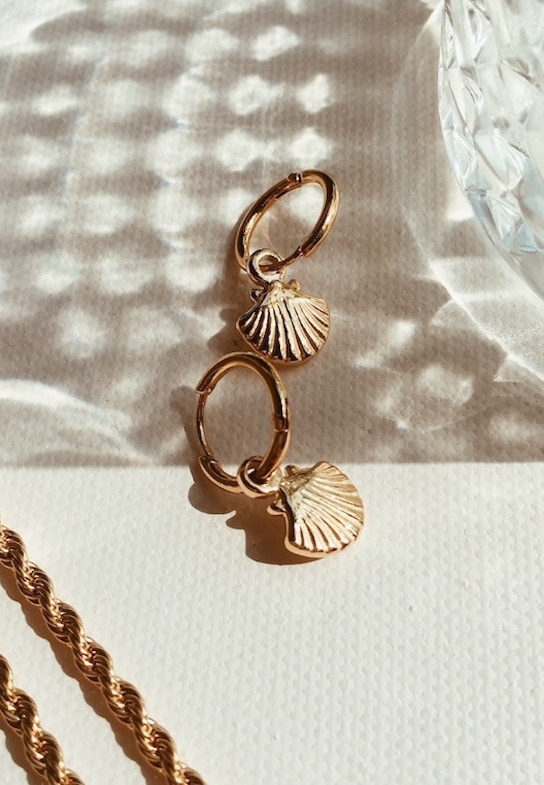 ashley-summer-co-gold-shell-mini-huggie-hoop-earrings-small-singapore