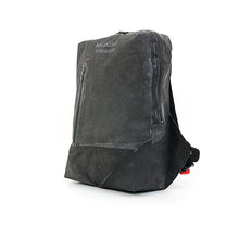 Afbeelding in Gallery-weergave laden, Christopher Raeburn Men's Remade Rucksack Black - Concrete
