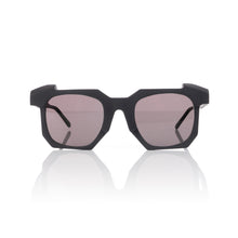 Afbeelding in Gallery-weergave laden, KUBORAUM Sunglasses & Case K2 50-24 BB Smoke