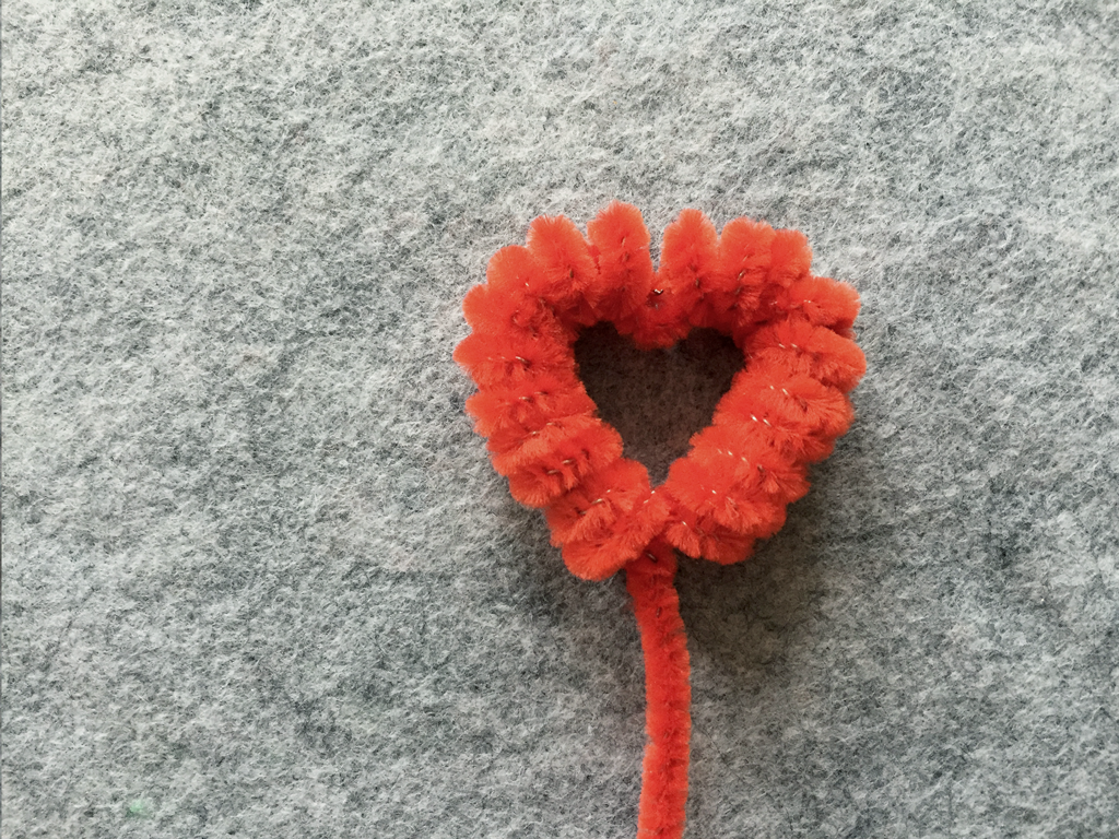 Valentine's Day Toddler Craft: Pipe Cleaner Heart Flowers from Art Appeel