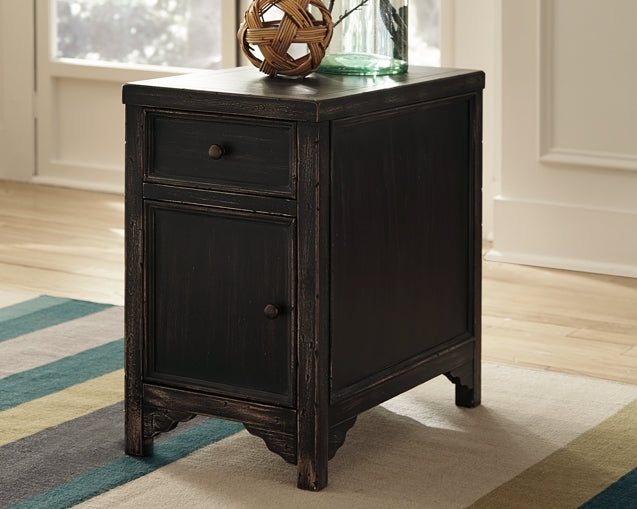 Gavelston Signature Design by Ashley End Table Chair Side image
