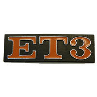"Vespa: Badge - Rear - ""ET3"" - Square with Red Letters"