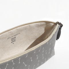 Hand screen-printed/handmade pencil case made with 100% cotton canvas by Júlia Marco.