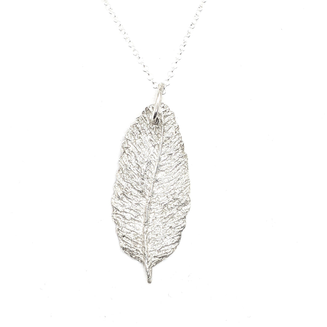 SMALL FEATHER - 999 FINE SILVER NECKLACE