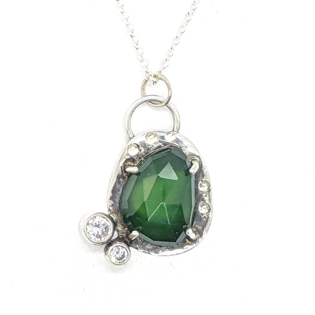 GEMMY SERPENTINE WITH CLEAR STONES - NECKLACE