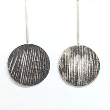 Load image into Gallery viewer, CIRCLE WOOD TEXTURED EARRINGS