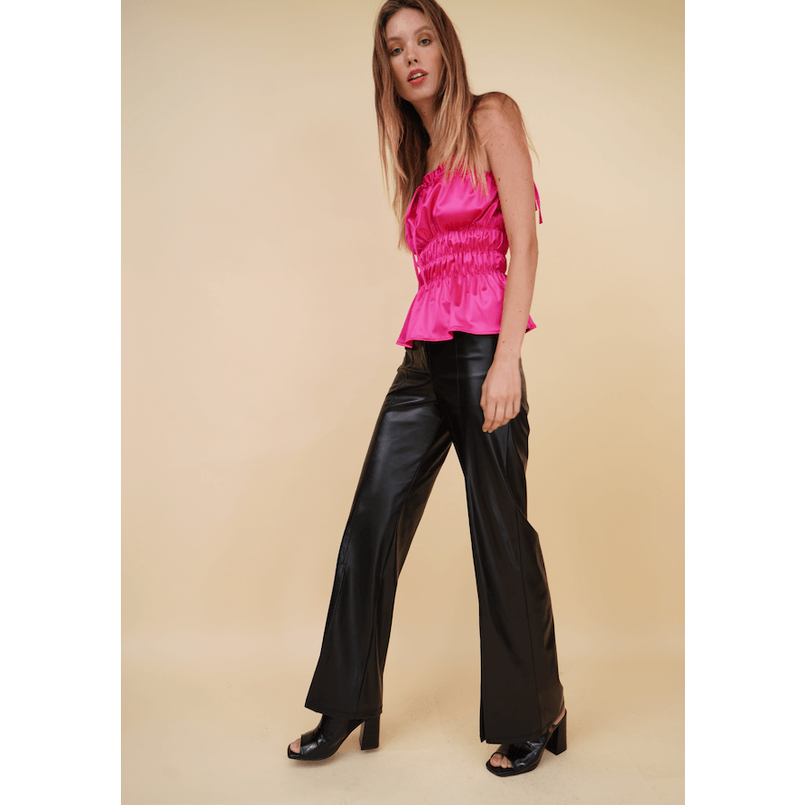 Aroma Couture Pantalones High waisted open leg, faux leather pants.