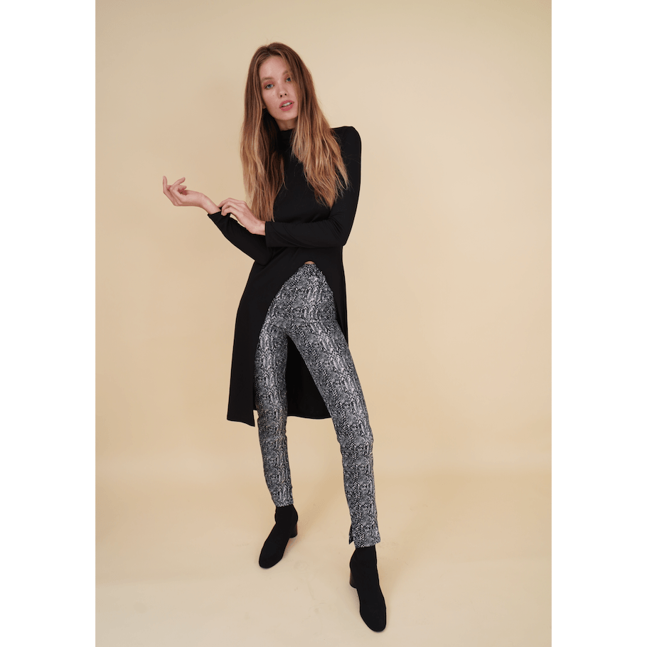 H Apparel by Hispania Pantalones Snake print fitted pants