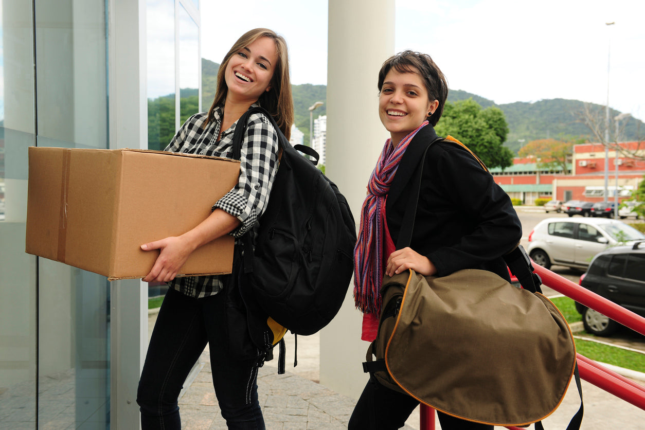 college students moving into dorm