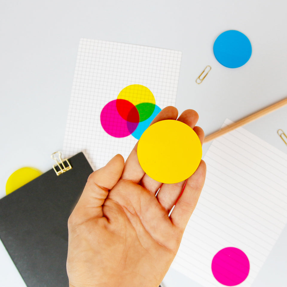 CMYK Sticky Notes transparent in Benutzung
