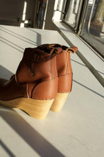 "Load image into Gallery viewer, 5"" Wedge Buckle Boot - Bourbon"