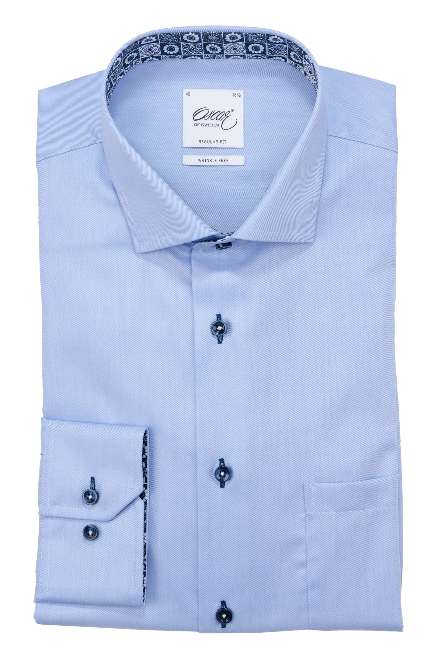 Light blue regular fit shirt with navy contrast details