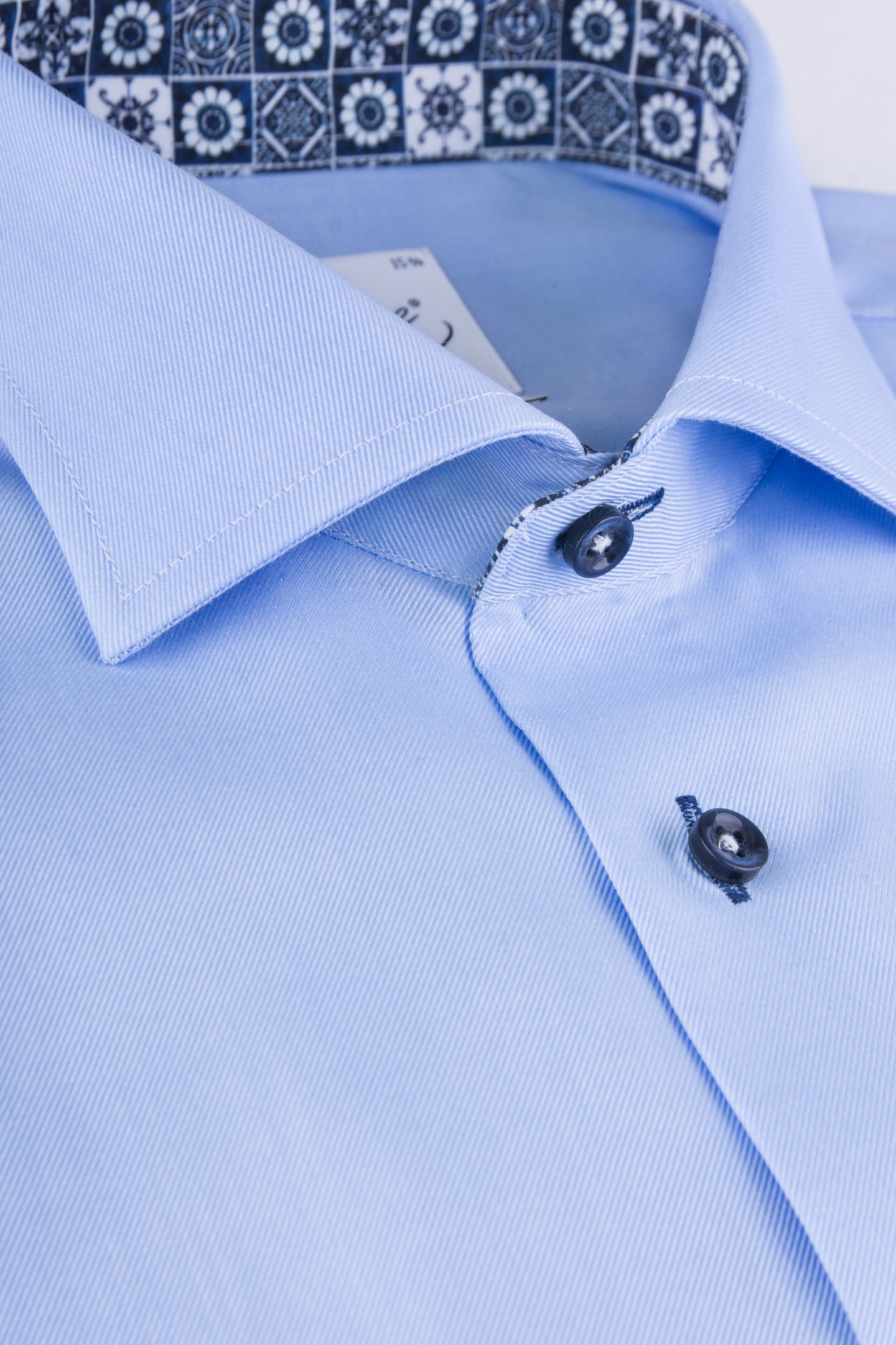 Lightblue regular fit shirt with navy contrast details