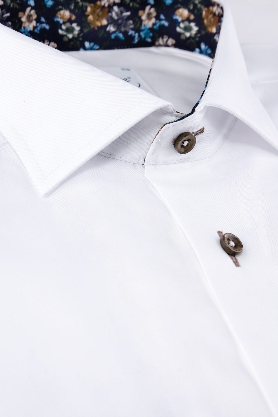 White regular fit shirt with contrast details