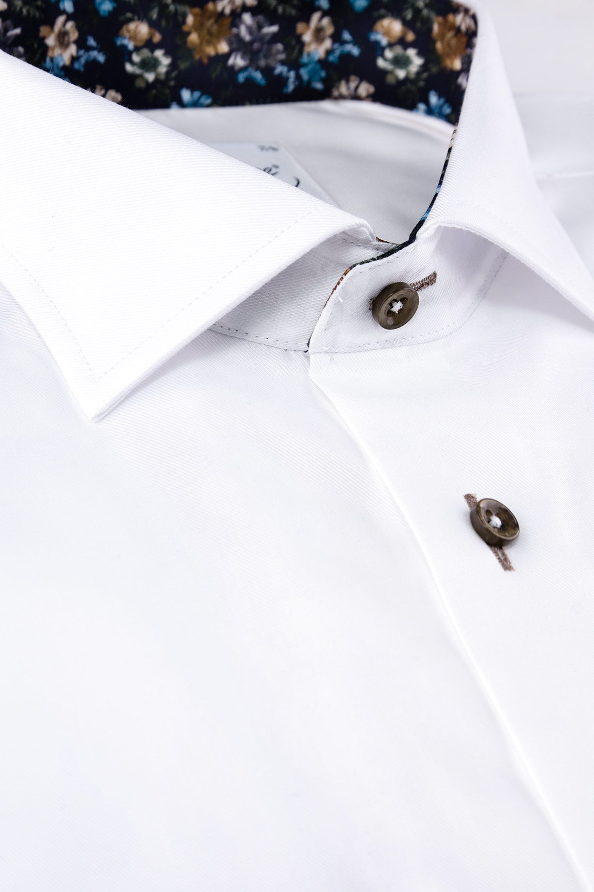 White slim fit shirt with contrast details