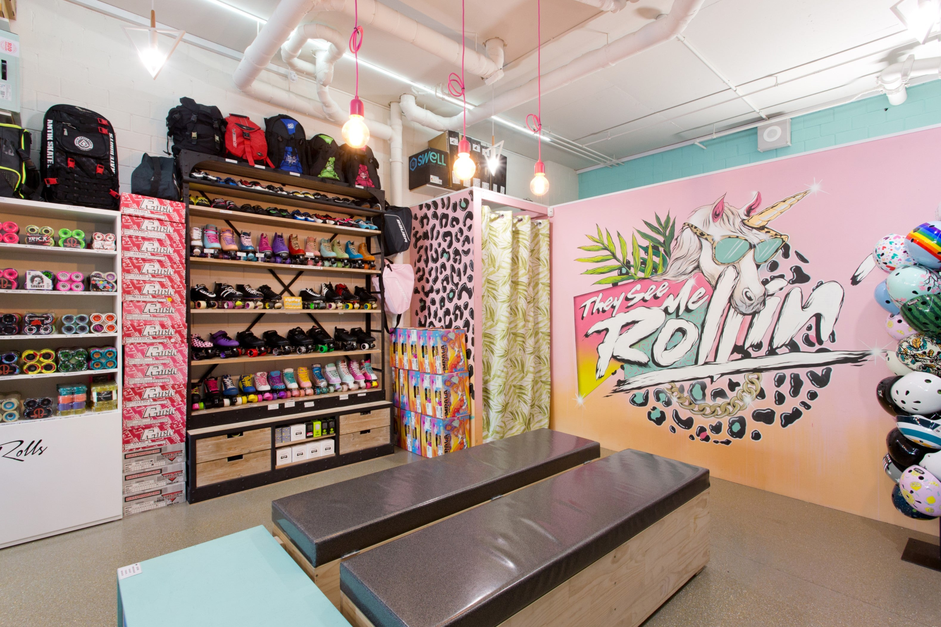 Unique shopping at Lucky Skates with glitter and unicorns – a mural by local artist Peche ©Lucky Skates