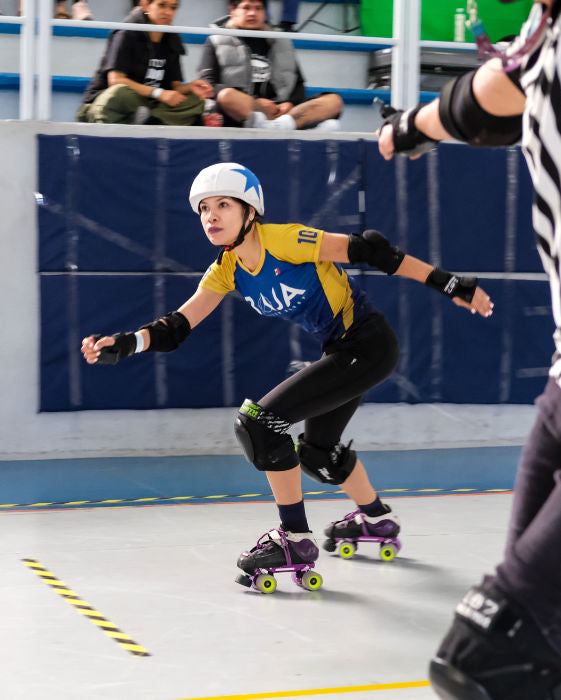 You can see Ruben's love for typography in many of his images. Like in this one showing the T-shaped lead jammer (Scila, @PRI.SCILA.10) from Baja Roller Derby on their way back to the pack. ©gotSerif?