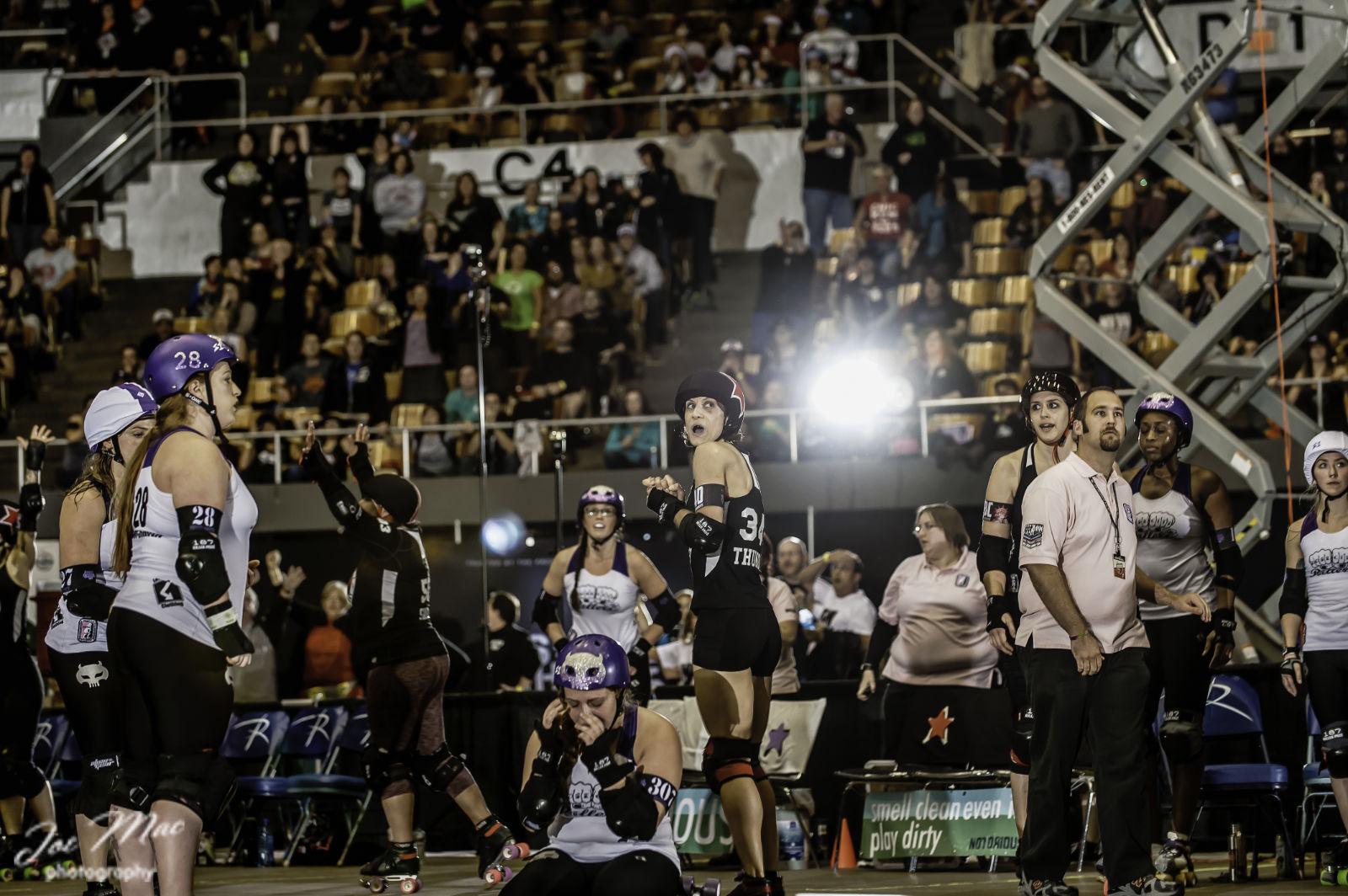 All the emotions the moment the clock stopped, D1 Champs 2014, Rose City Rollers (Charleston #1) 144 vs. Gotham Girls Roller Derby (Sacramento #1) 147 ©Joe Mac