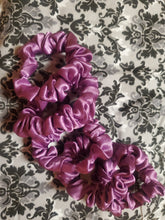 Load image into Gallery viewer, Midi Lilac Scrunchie (5-pack)
