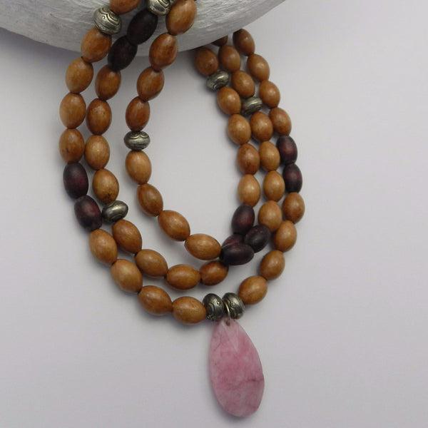 Wooden necklace with rose pendant