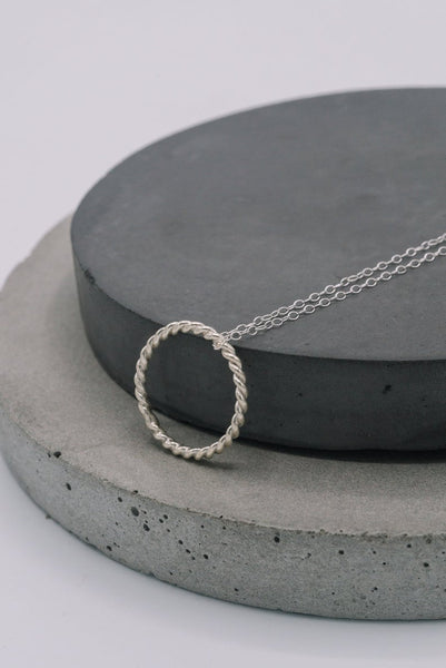 Rope ring pendant silver necklace in silver or rose gold