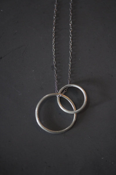 Two interlocking circles silver necklace in silver or rose gold