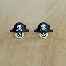 Load image into Gallery viewer, Pirate skull cufflinks