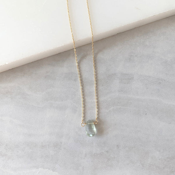 Teardrop necklace with Green Quartz in Gold