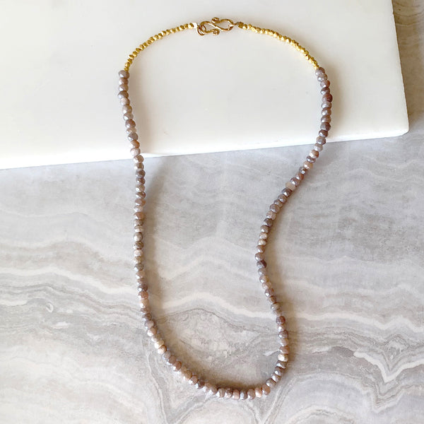 Beaded necklace with Champagne Moonstone in Gold