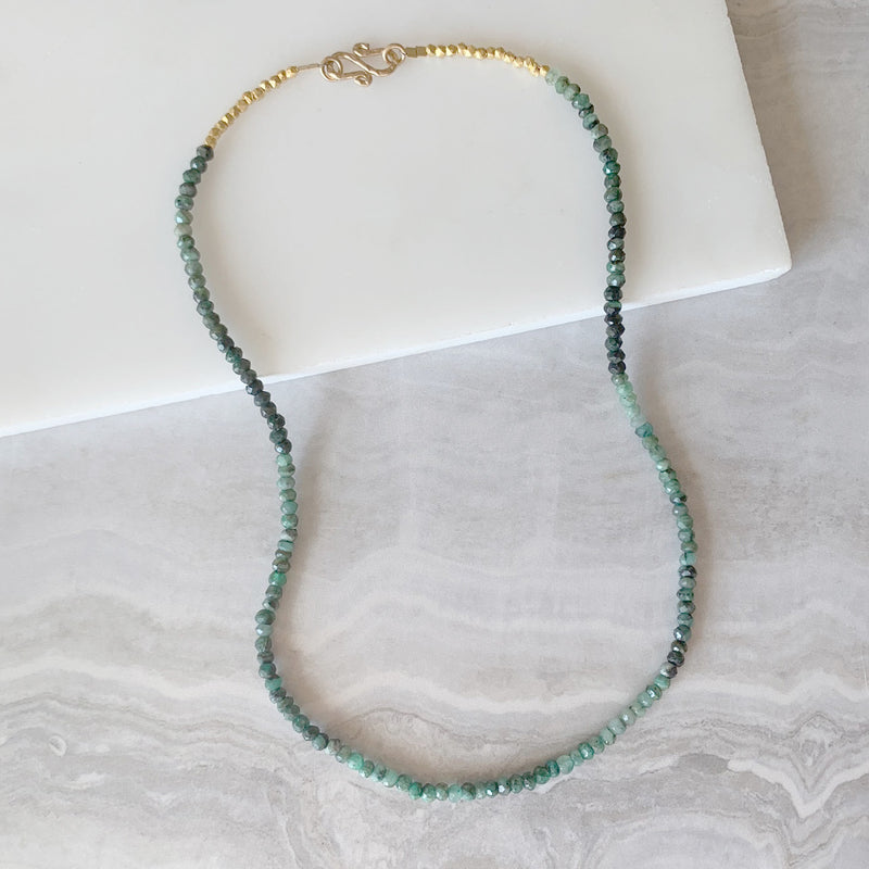 Beaded Necklace with Emerald in Gold