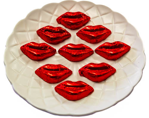 Kisses - Milk Chocolate Lips in Red Foil 400g