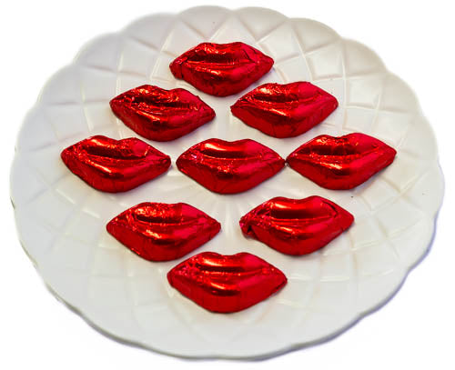 Kisses - Milk Chocolate Lips in Red Foil 5kg