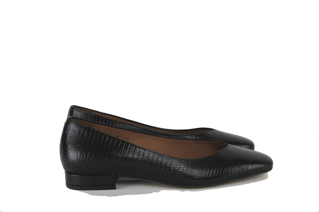 Black Embossed Flat Pump
