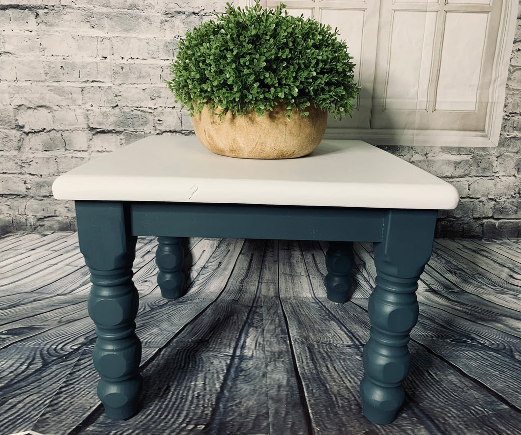 Side Table Turned Legs Homestead Blue