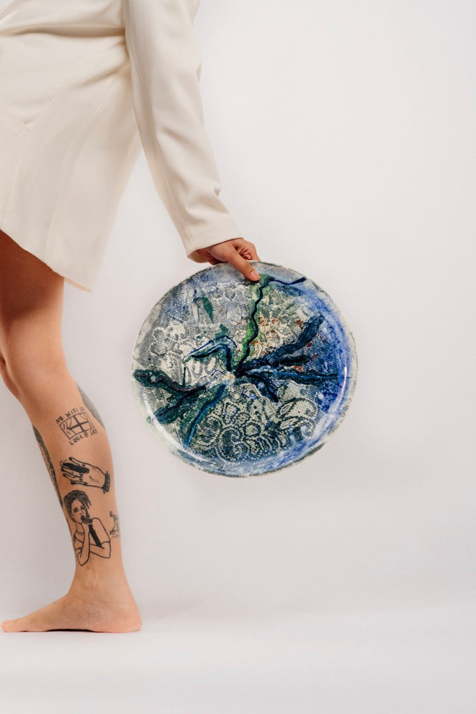 Painting on a plate - Gaia