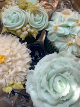 Load image into Gallery viewer, Piped Flower Cupcakes