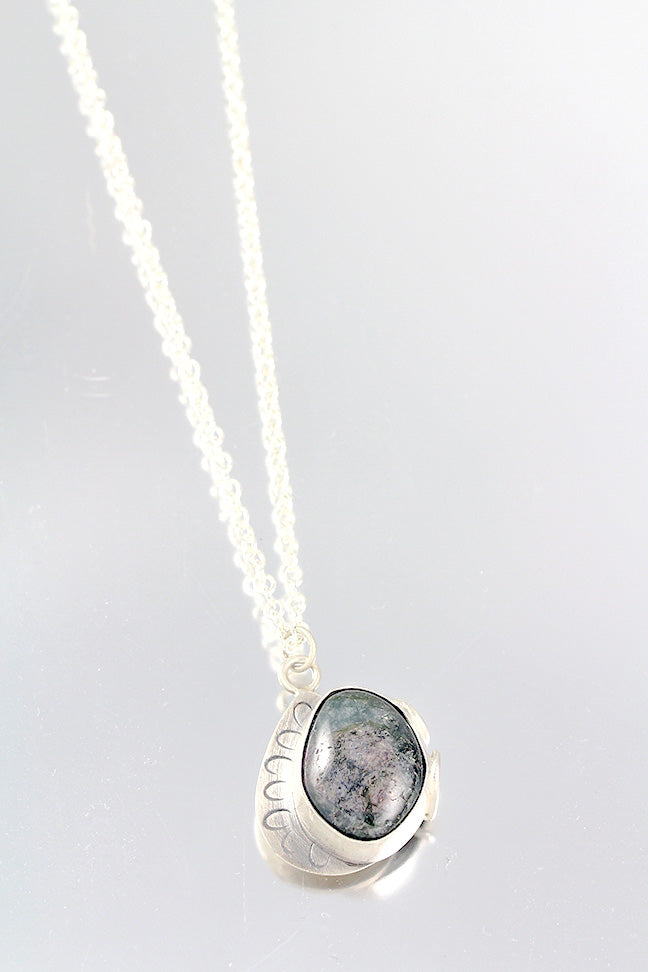 Jasper Necklace with Decorative Setting