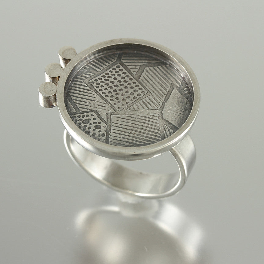 Modern Textured Circle Ring - Size 6.5
