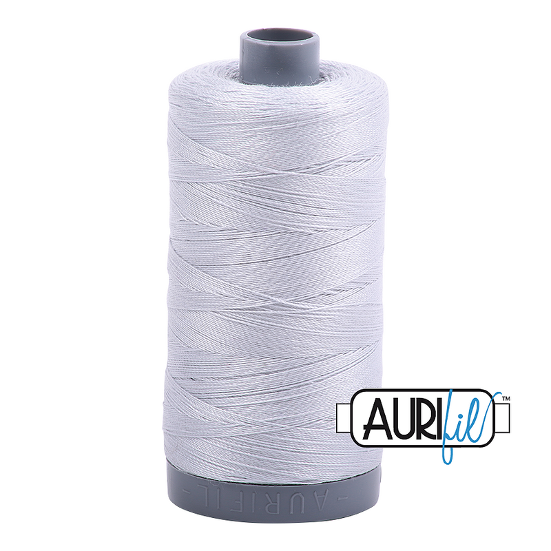 Aurifil Mako 28wt Cotton 750 m (820 yd.) spool - 2600 Dove