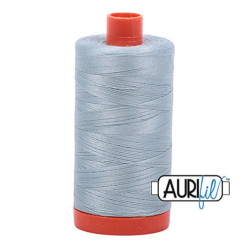 Aurifil Mako 50wt Cotton 1300 m (1422 yd.) spool - 2847 Bright Grey Blue<br>