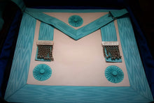 Load image into Gallery viewer, Master Mason Regalia Case With Lambskin Apron & Accessories