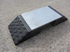 R233 - Steel Topped Hose and Cable Ramp (810 x 290 x 120 mm)