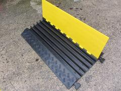 R223 Multiple Hose/Cable Ramp (960 x 590 x 80 mm)