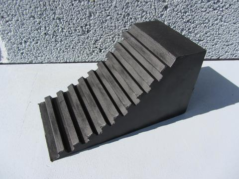 R133 Vehicle Wheel Chock (174 x 90 x 94 mm)